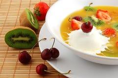 Sopa de la fruta y de las bayas Fotografía de archivo libre de regalías