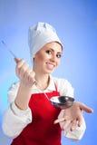 Sopa de la oferta del cocinero Imágenes de archivo libres de regalías