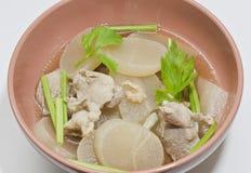 Sopa de la pastinaca con el hueso del cerdo. Imagenes de archivo