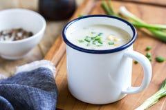Sopa de la sopa de pescado de los salmones y de maíz Imagenes de archivo