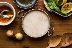 Sopa de la tripa/corbasi tradicionales turcos del iskembe fotografía de archivo