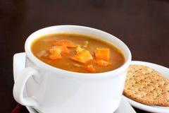 Sopa de la zanahoria y de lenteja roja foto de archivo libre de regalías