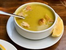 Sopa de lenteja turca con el limón y Pita Pide Bread/Mercimek Corbasi/Corba Fotografía de archivo libre de regalías