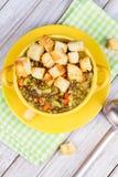 Sopa de lentilha com pão torrado Imagens de Stock Royalty Free