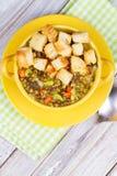 Sopa de lentilha com pão torrado Imagem de Stock