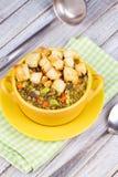 Sopa de lentilha com pão torrado Foto de Stock Royalty Free