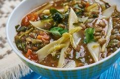 Sopa de lentilha picante mediterrânea dos espinafres Foto de Stock