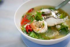 Sopa de los mariscos de Tom yum imagenes de archivo