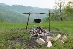 Sopa de los pescados en el fuego Imagen de archivo libre de regalías