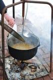 Sopa de los pescados en el fuego Fotografía de archivo libre de regalías