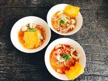 Sopa de macarronete com badejo imagem de stock royalty free