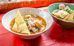 Sopa de macarronete de Tom Yum com carne de porco Foto de Stock