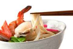 Sopa de macarronete de Udon do marisco, prato japonês popular Fotografia de Stock