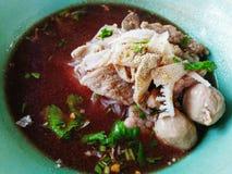 Sopa de macarronete do arroz com carne foto de stock