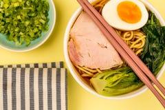 Sopa de macarronete dos Ramen da carne de porco do estilo japonês Fotografia de Stock