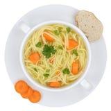 Sopa de macarronete na bacia com os macarronetes isolados de cima de Fotos de Stock