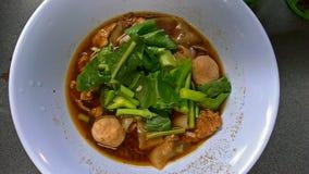 Sopa de macarronete tailandesa com carne Imagem de Stock