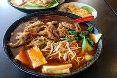 Sopa de macarronetes quente e picante tradicional chinesa Fotografia de Stock Royalty Free