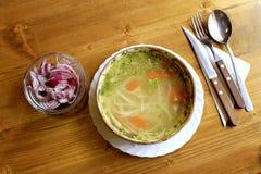 Sopa de macarronetes rústica fotografia de stock