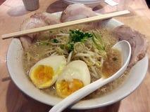 Sopa de miso de los Ramen con el cerdo del chachu, comida japonesa, Japón Imagen de archivo