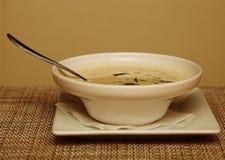 Sopa de Miso en el plato blanco Fotos de archivo