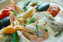 Sopa de peixe de peixes do coco Imagens de Stock