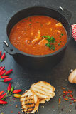 Sopa de peixe misturada dos peixes e do tomate Fotografia de Stock Royalty Free