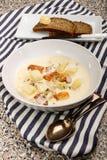 Sopa de pescado de pescados escocesa con los abadejos ahumados Imagen de archivo libre de regalías