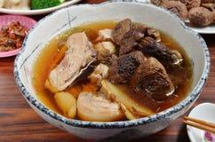 Sopa de pollo con las setas del Agaricus Imagen de archivo