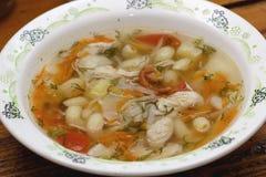 Sopa de pollo con las verduras Fotos de archivo