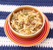 Sopa de pollo con los tallarines de arroz Foto de archivo