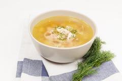 Sopa de pollo en blanco fotos de archivo