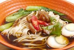 Sopa de tallarines asiática Fotografía de archivo libre de regalías