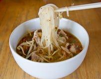 Sopa de tallarines tailandesa imagenes de archivo