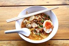 Sopa de tallarines tailandesa foto de archivo libre de regalías