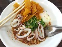 Sopa de tom de los tallarines yum en Tailandia Fotografía de archivo