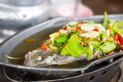 Sopa de tom dos peixes yum fotografia de stock