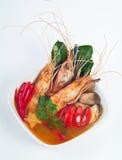 Sopa de Tom Yum com alimento tailandês do camarão e do cogumelo imagem de stock