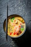 Sopa de Tom Yum com camarões fotografia de stock