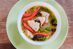 Sopa de Tom yum com peixes imagens de stock royalty free