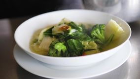 Sopa de verduras en placa metrajes