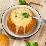 Sopa del bróculi y del queso fotografía de archivo