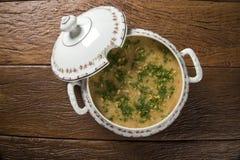 Sopa del cangrejo servida en un cuenco Foto de archivo