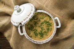 Sopa del cangrejo servida en un cuenco Fotografía de archivo