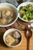 Sopa del hueso del ma?z y del cerdo, comida china deliciosa foto de archivo