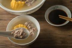 Sopa del hueso del ma?z y del cerdo, comida china deliciosa imágenes de archivo libres de regalías