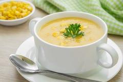 Sopa del maíz en cuenco Fotos de archivo libres de regalías
