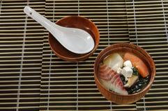 Sopa del sushi del menú del sushi con diversas variedades de pescados Imagen de archivo libre de regalías