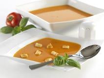 Sopa del tomate con albahaca fotografía de archivo libre de regalías