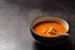 Sopa del tomate con las albóndigas Foto de archivo